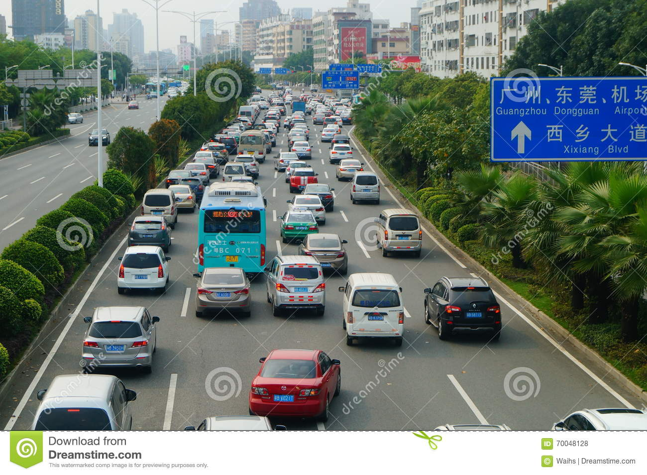 how to drive a manual car in slow moving traffic