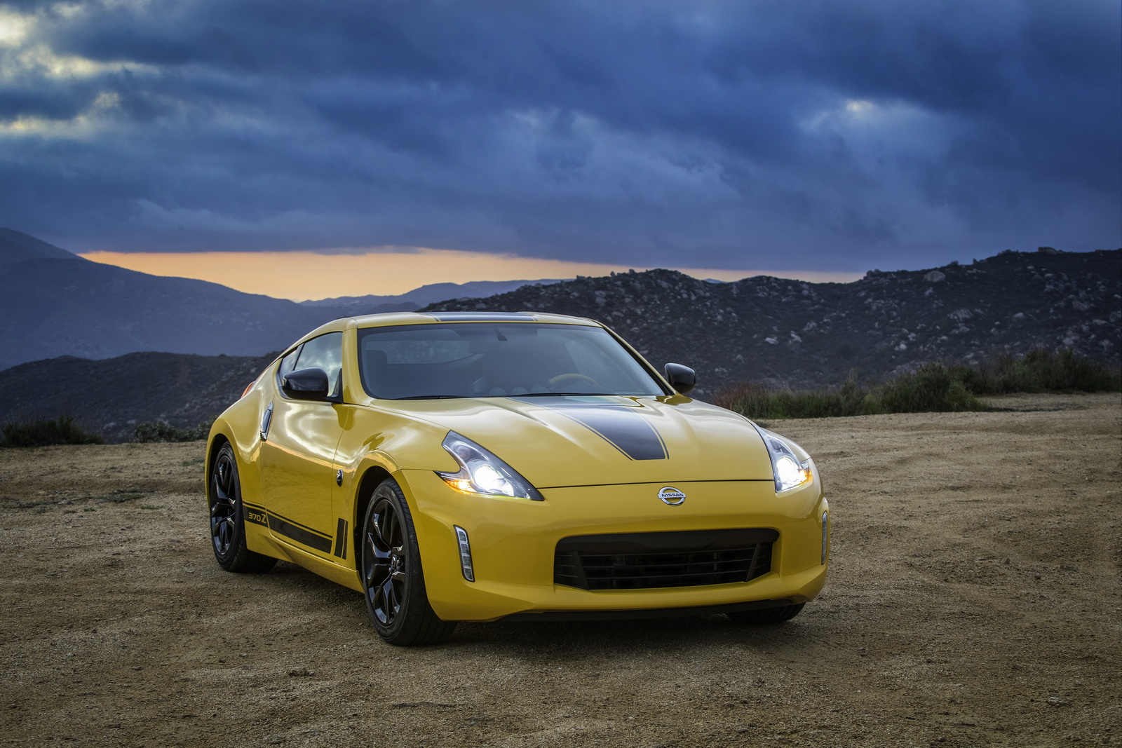 2017 nissan 370z manual coupe